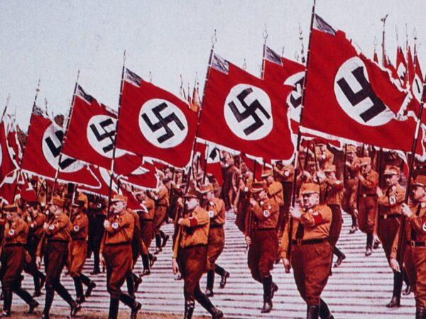 معرفی نمادها و ایدئولوژی های نازی ها