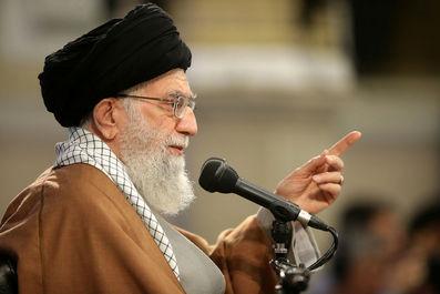 عدهای ضعفهای خود را به ملت نسبت میدهند/ شکست کنفرانس «ورشو» نشانه ضعف دشمن است