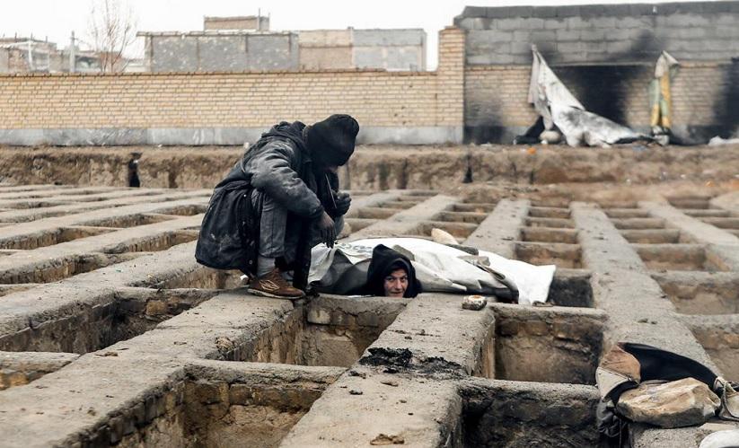 تن فروشی زن تهرانی با ۳ مرد در گورستان؛ بخاطر فلافل