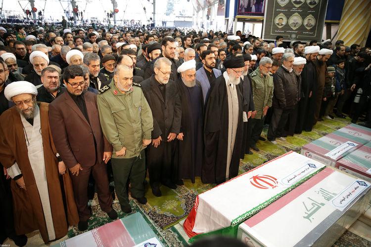 عباراتی که رهبر معظم انقلاب در نماز بر پیکر سردار سلیمانی و ابومهدی قرائت کردند