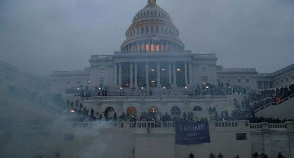 آمریکا در گرداب آشوب های سیاسی