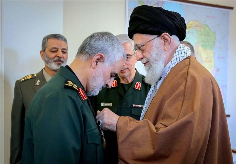 فرماندهکل قوا در مراسم اعطای نشان ذوالفقار به سردار سرلشکر سلیمانی: جمهوری اسلامی سالهای سال با ایشان کار دارد