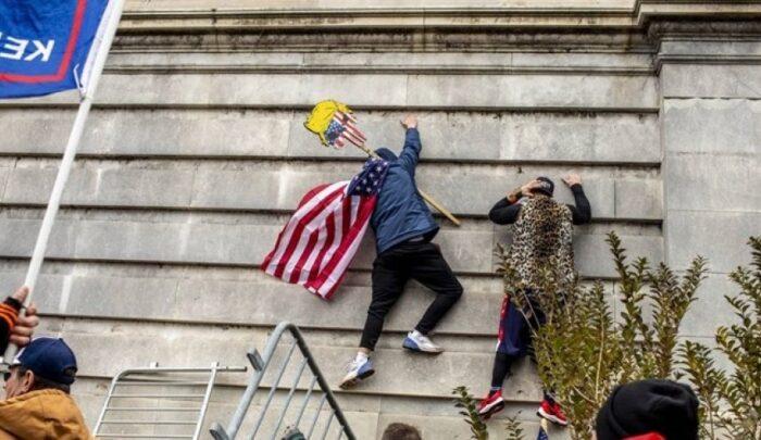 مقتدی صدر: دموکراسی آمریکایی دروغ و فریب است