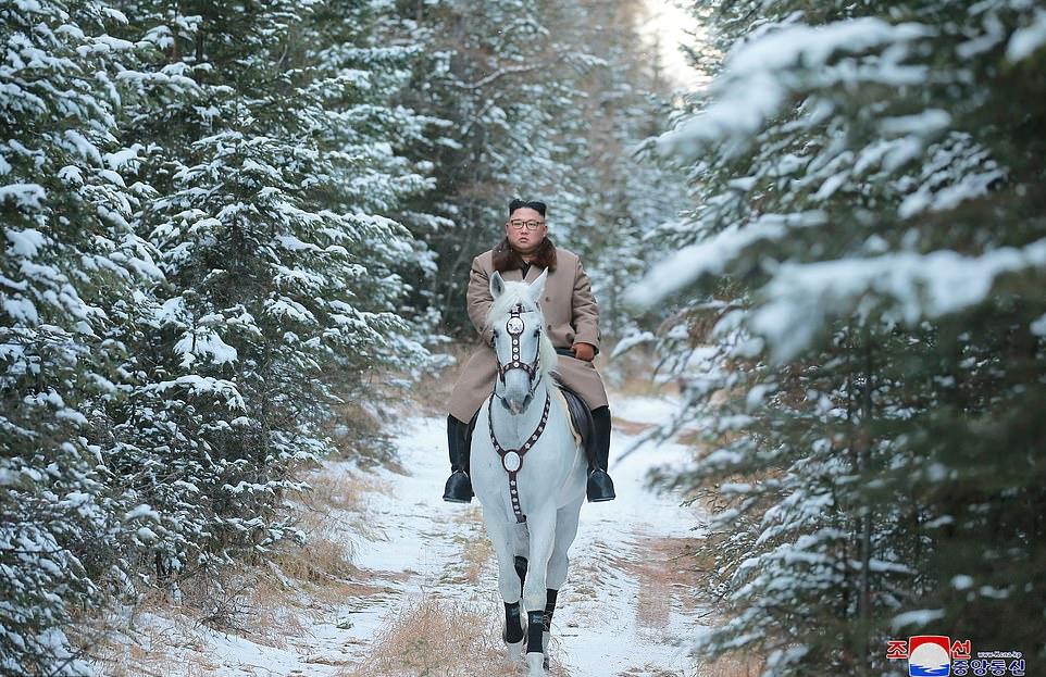 اسب سواری «کیم جونگ اون» در کوهستان برفی مقدس