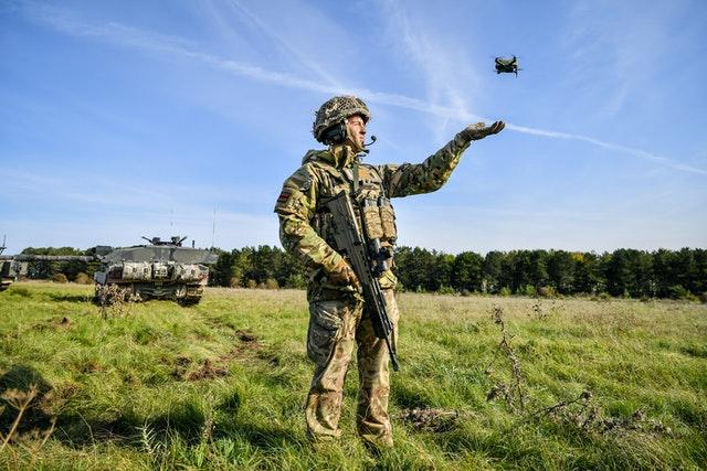 رونمایی ارتش بریتانیا از پهپادهای بسیار ریز و خودروهای بدون سرنشین خودکار + ویدیو