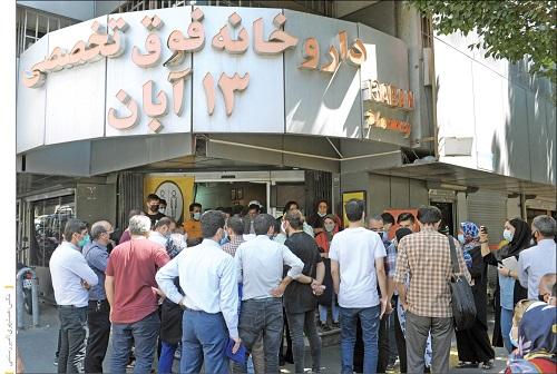 دلیل صفهای طولانی در داروخانههای بزرگ تهران