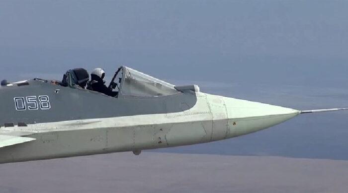 پرواز متهورانه خلبان روسی جنگنده رادارگریز Su-57 با کابین باز + ویدیو