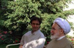 پسر کروبی: بعد از ۴ سال حصر، پدرم به خانه خودشان منتقل شدند/ احمدی نژاد برای رفع حصر ۲ بار به رهبری نامه نوشت
