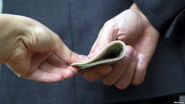 کارمندان با چه تضمینی فساد رئیس خود را گزارش کنند؟