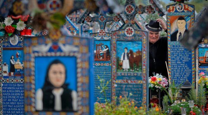 گورستانی در رومانی با قبرنوشته های طنزآمیز درباره مردگان