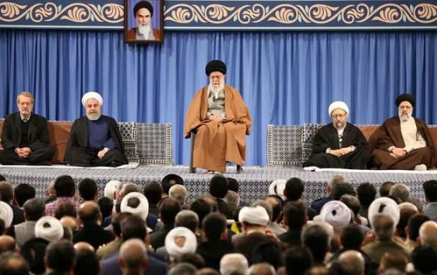 دشمنی امروز با جمهوری اسلامی، مانند دشمنی با بعثت پیامبر است/ ما دشمنتراشی نمیکنیم، حرف اسلام را میگوییم، بهخاطر همین، دشمنی ایجاد میشود/ آمریکا از شما میخواهد از اسلام دست بردارید/ به مسئولان تأکید کردهام کار اصلی، بازسازی ویرانیهای سیل است