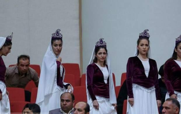 ارائه دستاوردهای دولت با رونمایی از زنان بی حجاب در حضور رئیس جمهور