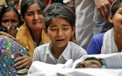 تیرخلاص به انسانیت؛ زجرکشی مسلمانان در هند/ ادامه کشف جنازه مسلمانان از فاضلابها/ کشف مادر و کودک زنده به گور شده +فیلم