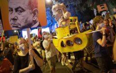 معترضین با مشعل به در خانه نتانیاهو رفتند