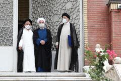 حسن روحانی دفتر رئیس جمهور را تحویل رئیسی داد +عکس