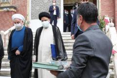 روحانی دفتر رئیس جمهور را تحویل رئیسی داد +فیلم