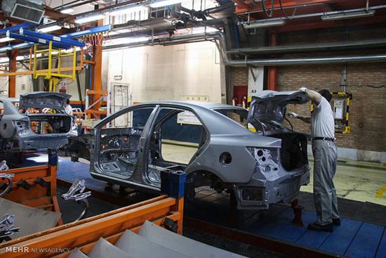 خودروسازان از جیب مردم هزینه میکنند