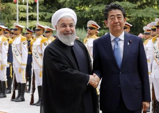 روحانی: از اینکه ژاپن علاقمند به ادامه خرید نفت ایران است، استقبال میکنیم / اگر جنگ اقتصادی امریکا علیه ایران متوقف شود، شاهد تحول بسیار مثبتی در جهان و منطقه خواهیم بود / نخست وزیر ژاپن: امروز اولین قدم برای صلح برداشته شد؛ مطمئنم بزودی شما را دوباره می بینم
