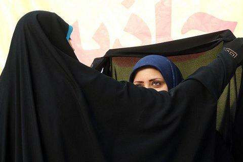 """پاسخ زن تازهمسلمان """"آمریکایی"""" به اشکال یک """"ایرانی"""" درباره حجاب"""