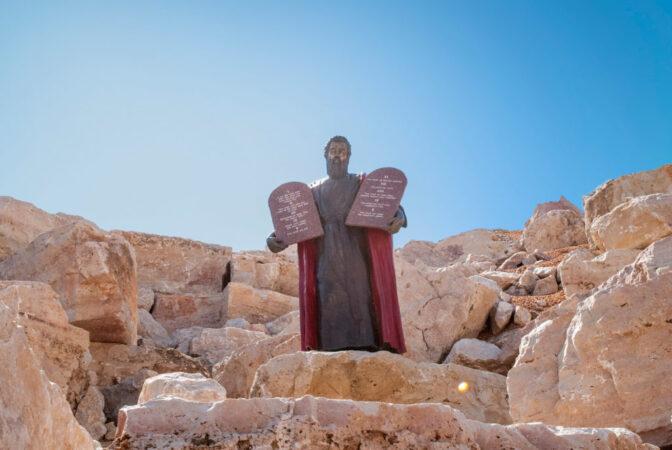 کشف مکان واقعی کوه سینا و محل نزول الواح ده فرمان به حضرت موسی در عربستان سعودی