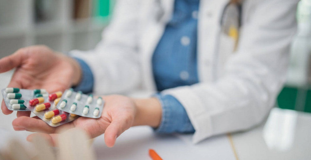 آنتی بیوتیک چیست و مصرف بیش از حد آن چه عوارضی دارد؟